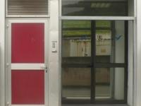 ingresso con porta chiusa