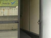 ingresso con porta aperta